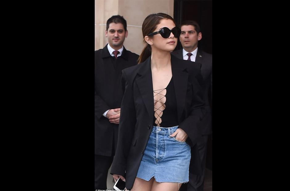 Con otros vestidos, Selena Gomez también llamó la atención. (Foto: Daily Mail)
