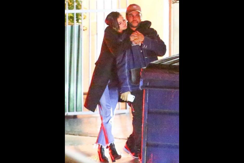 Selena y The Weeknd se ven muy enamorados. (Foto: TMZ)