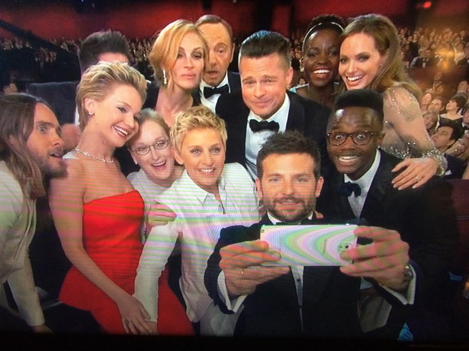 """La """"Selfie"""" grupal de Ellen fue retuiteada 2 millones de veces en media hora. (Foto: blogs.gazette.com)"""