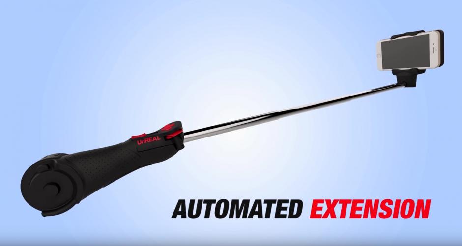 Selfie Stick automático es un accesorio promocional. (Captura de pantalla: Selfie Stick UnREAL/YouTube)