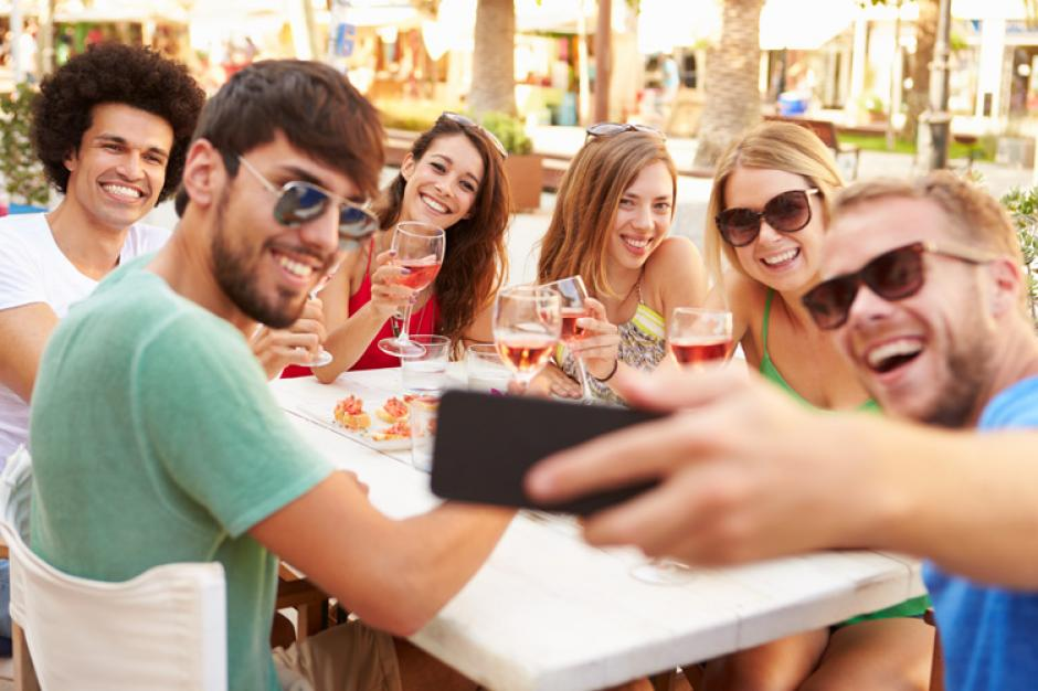 Tomarse fotografías hace más felices a las personas. (Foto: shutterstock.com)