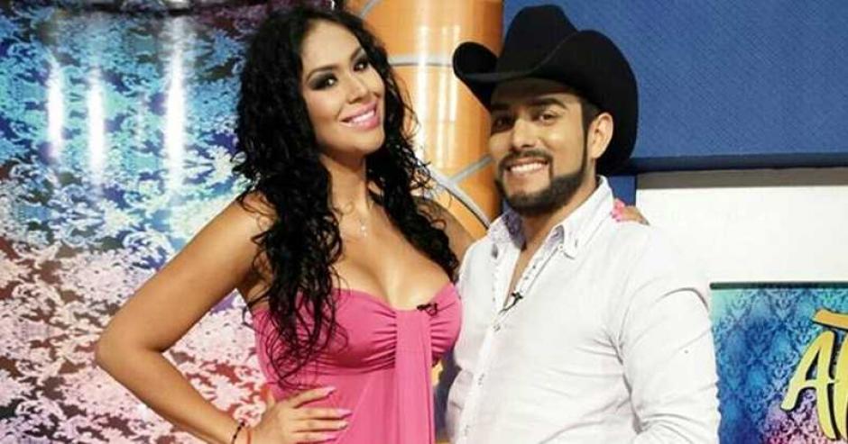 Tania Reza y el presentador Enrique Tovar