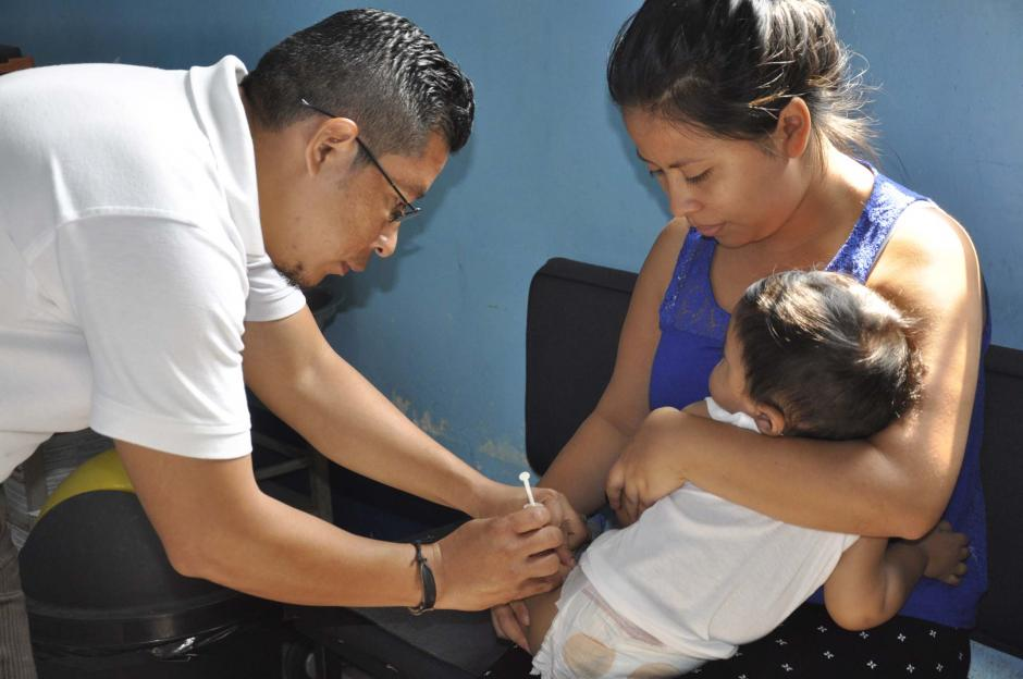Ha habido esfuerzos por recuperar los bolsones de niños sin vacunar con uno o más biológicos, pero la brecha a recuperar aún es muy alta. (Foto: Archivo/Nuestro Diario)