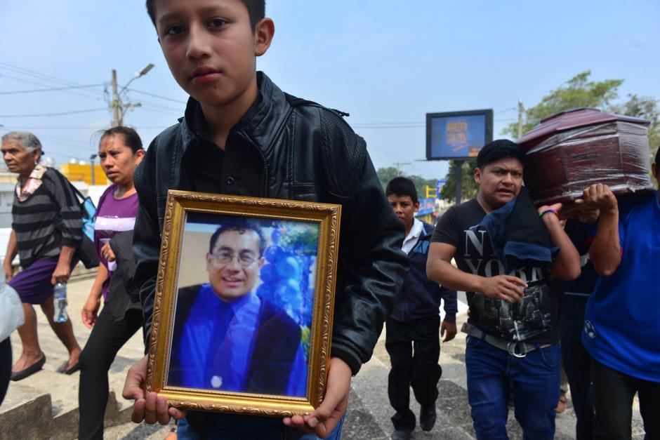 Entre ellos, los restos del profesor Taracena que ya había sido sepultado en octubre. (Foto: Jesús Alfonso/Soy502)