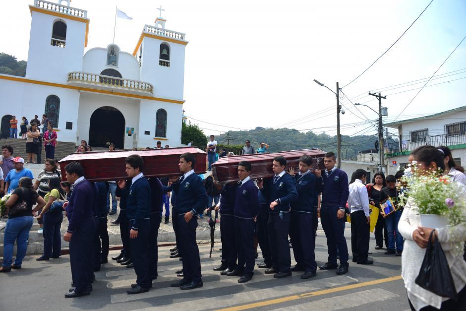 Otras víctimas fueron enterradas el miércoles o trasladadas a los departamentos. (Foto: Jesús Alfonso/Soy502)