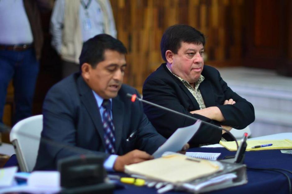 Uno de los señalados Steelmer Reyes Girón junto a su defensa. (Foto: Jesús Alfonso/Soy502)