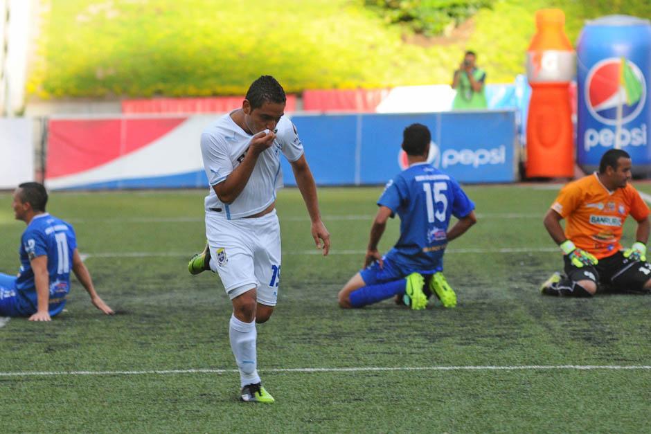 Bryan Ordoñez anotó al minuto 46 el 2-0 parcial para Comunicaciones en el juego ante Halcones