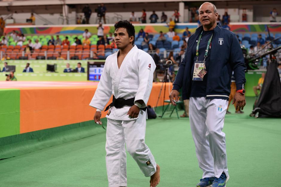 Ramos abandonó la zona del tatami junto con su entrenador cubano Francisco Delgado. (Foto: Sergio Muñoz/Enviado ACD)