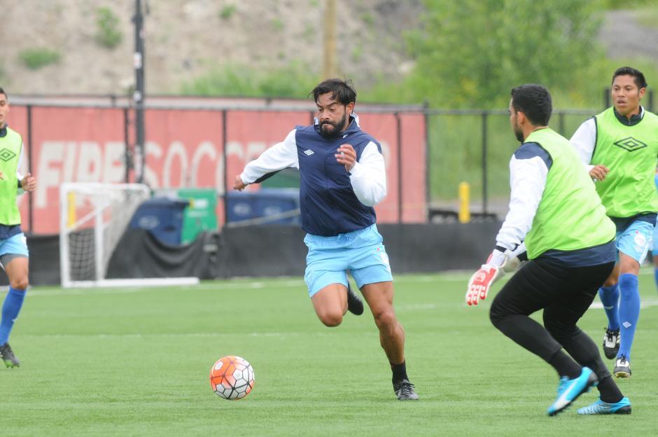 """Carlos """"El Pescado"""" Ruiz, durante el entrenamiento de la Selección de Guatemala. (Foto: Aldo Martínez/NuestroDiario)"""