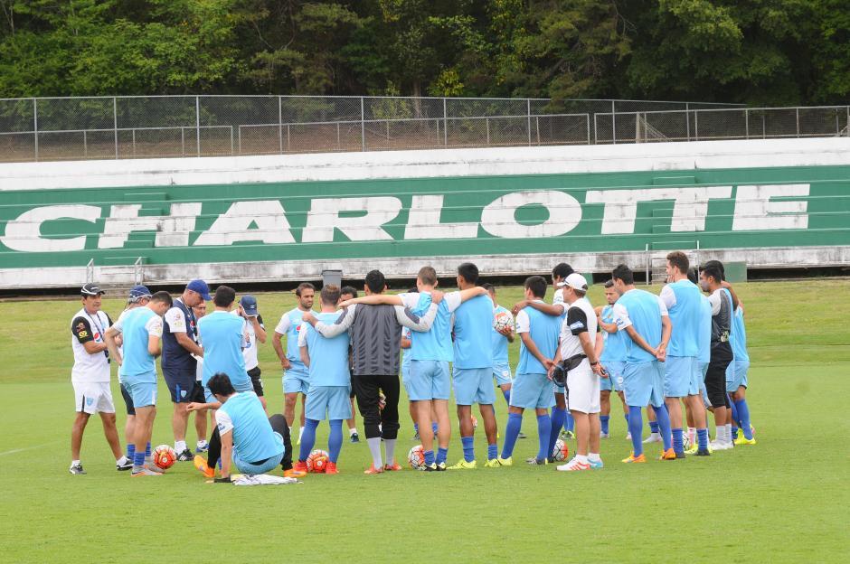 Los seleccionados nacionales en su práctica de entrenamiento en Charlotte. (Foto: Aldo Martínez7Nuestro Diario)