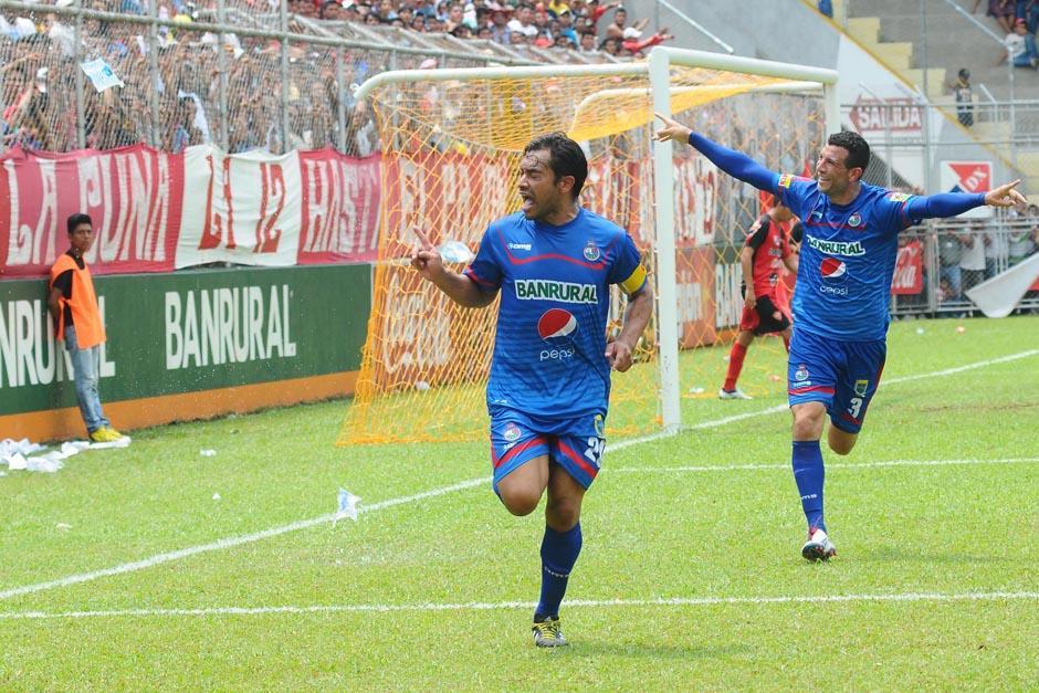 Carlos Ruiz anotó el gol del empate y luego fue expulsado en el juego entre Municipal y Coatepeque