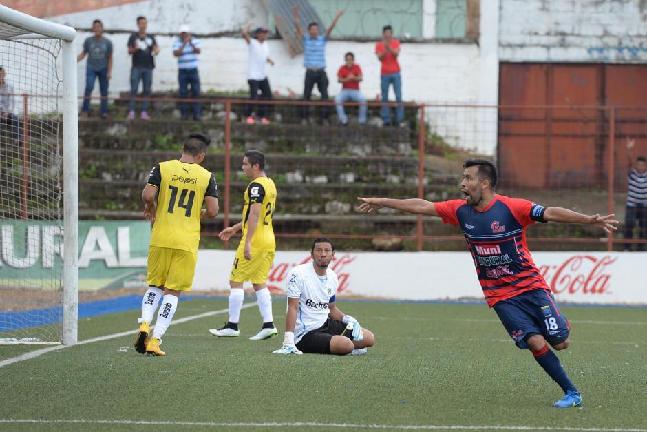 De a dos convirtió el delantero mexicano Ricardo Rocha, quien fue la figura en el triunfo de Malacateco 2-1 ante los cremas.(Foto: Nuestro Diario)