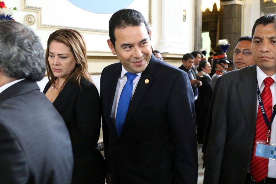 Jimmy Morales llegó al Congreso apresurado y evitó hablar con los medios. (Foto: Alejandro Balán/Soy502)