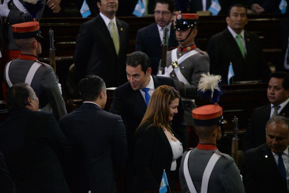 El presidente saludó a todos los presentes. (Foto: Wilder López/Soy502)
