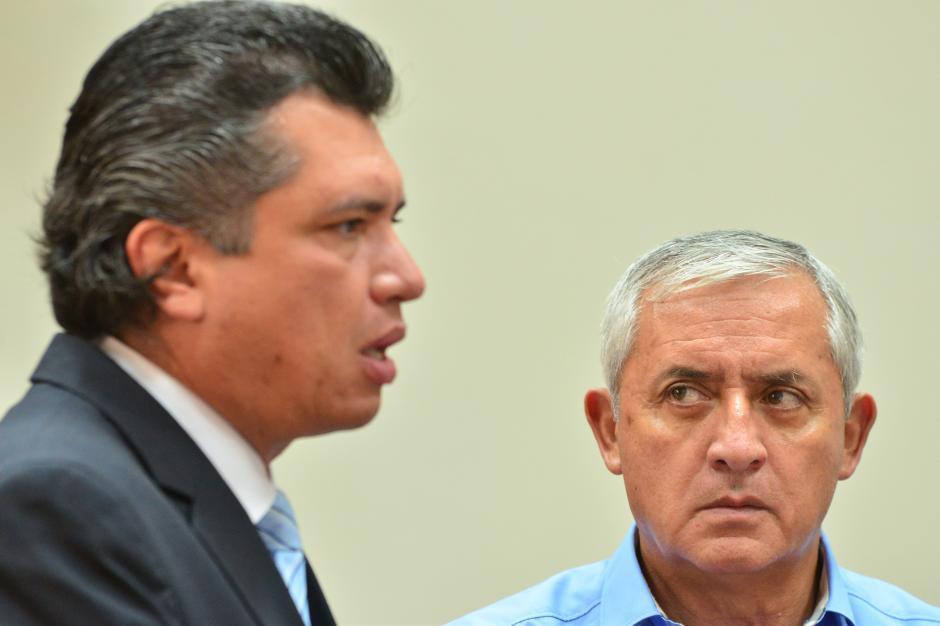 Gustavo Martínez junto a Otto Pérez Molina. (Foto: Jesús Alfonso/Soy502)
