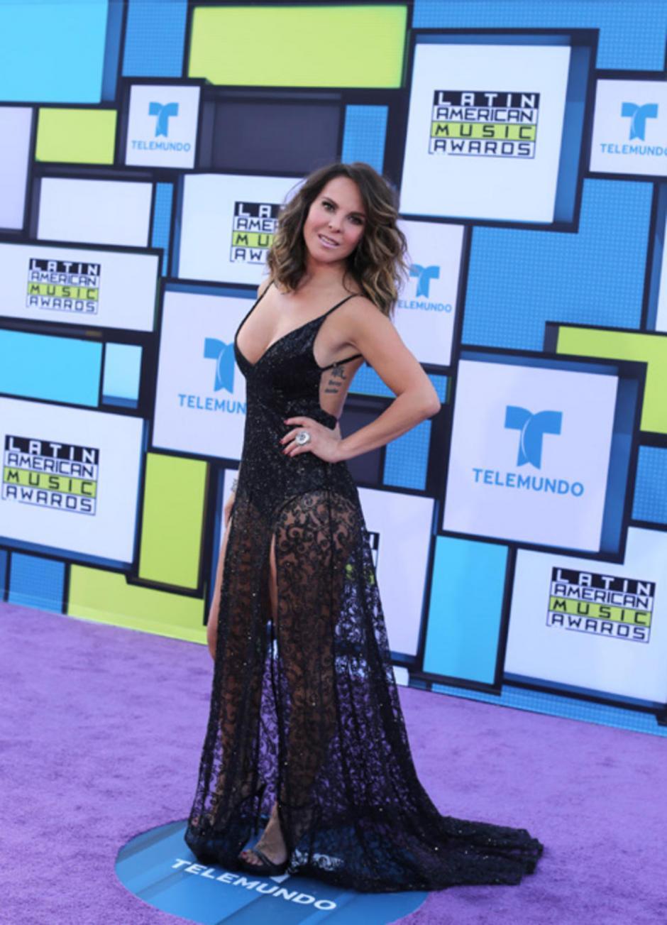 La actriz Kate del Castillo a su llegada a la gala. (Foto: Telemundo)