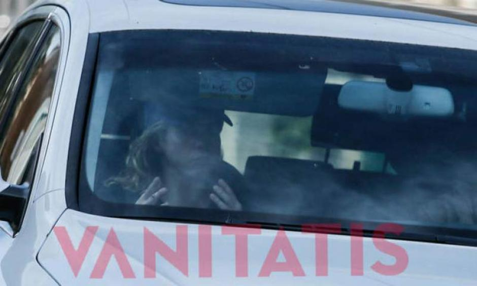 En varias ocaciones se ha visto salir a Shakira de la clínica donde se encuentra su hijo menor. (Foto: vanitatis)
