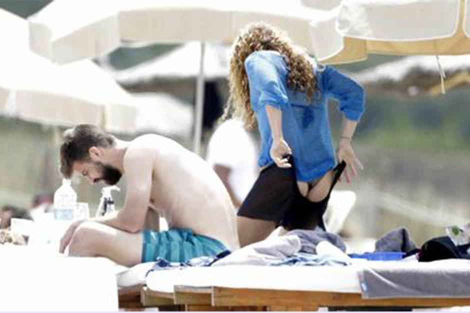 La colombiana no puedo evitar mostrar sus caderas mientras salía del agua. (Foto: Telemundo)