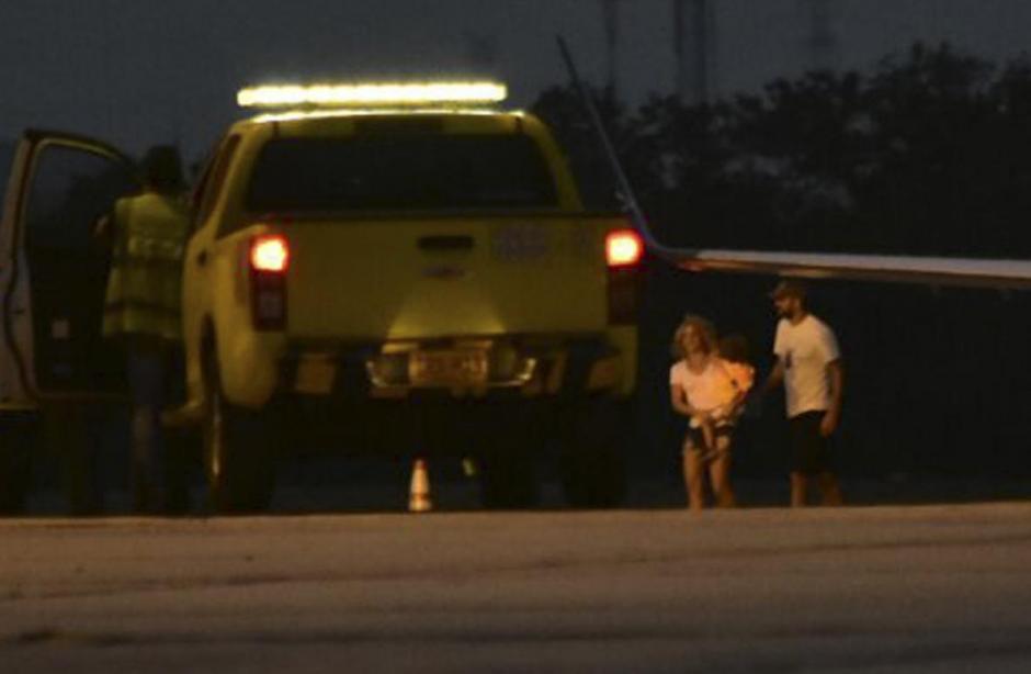 Momento en que la pareja arribó a La Arenosa. (Foto: Al Día Shakira)