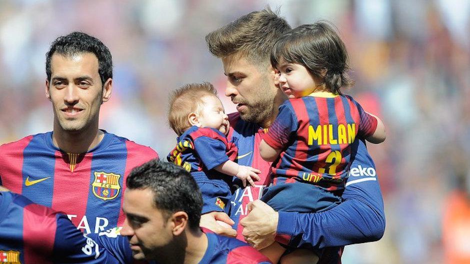 Shakira suele llevar a sus hijos a los partidos de Piqué con el Barcelona. (Foto: Infobae)