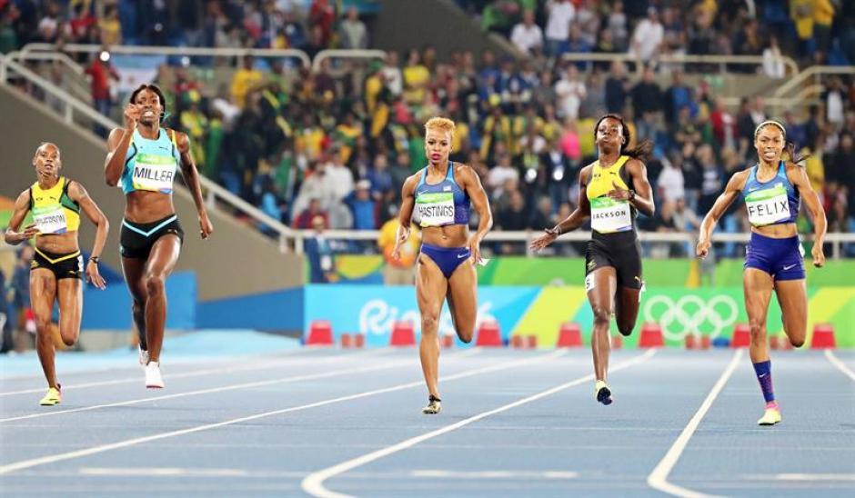 Miller tuvo una ventaja de tres metros, pero Allyson Felix estuvo cerca de remontar. (Foto: EFE)
