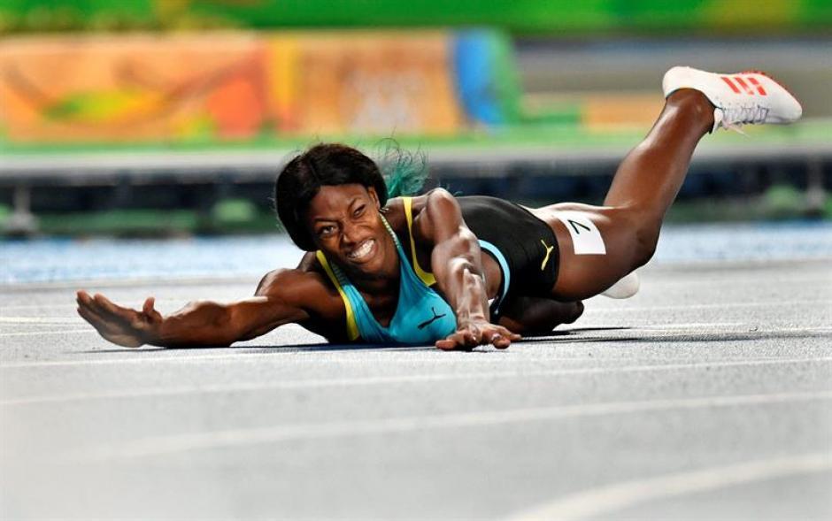 Miller fue la abanderada de Bahamas en la ceremonia inaugural. (Foto: EFE)