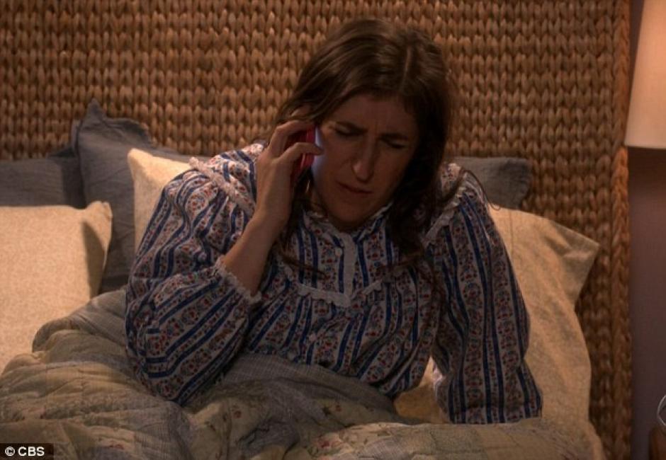Inicialmente, Amy recibe una llamada de Sheldon para decirle que quiere pasar con ella el día de su cumpleaños.(Foto: Daily Mail)