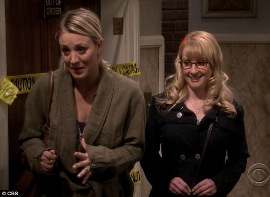 Penny y Bernadette se van de fiesta para dejar sola a Amy con Sheldon.(Foto: Daily Mail)