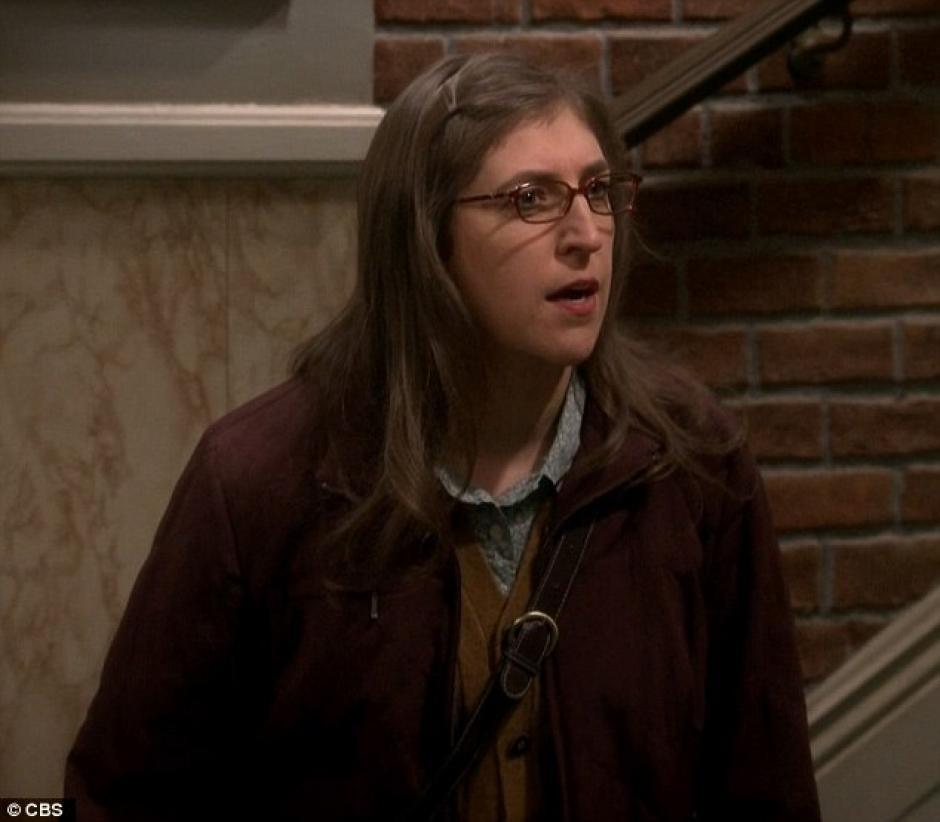 Amy decide depilarse ante el ofrecimiento de Sheldon.(Foto: Daily Mail)
