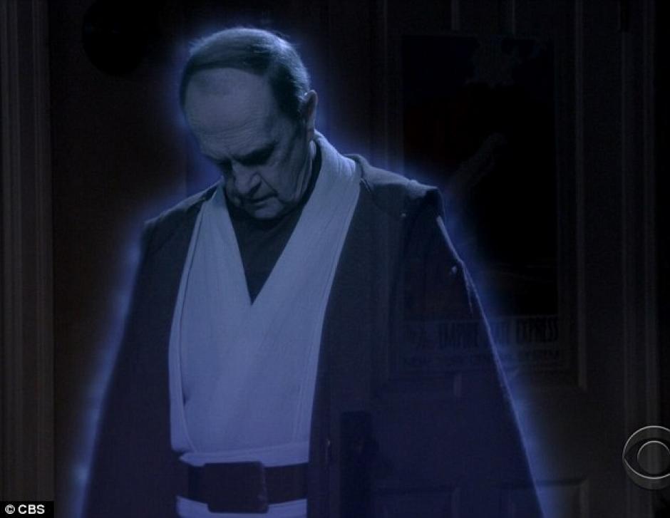 El profesor Proton aparece en el capítulo, simulando ser Obi-Wan Kenobi, escuchando los planes de Sheldon para ver Star Wars.(Foto: Daily Mail)