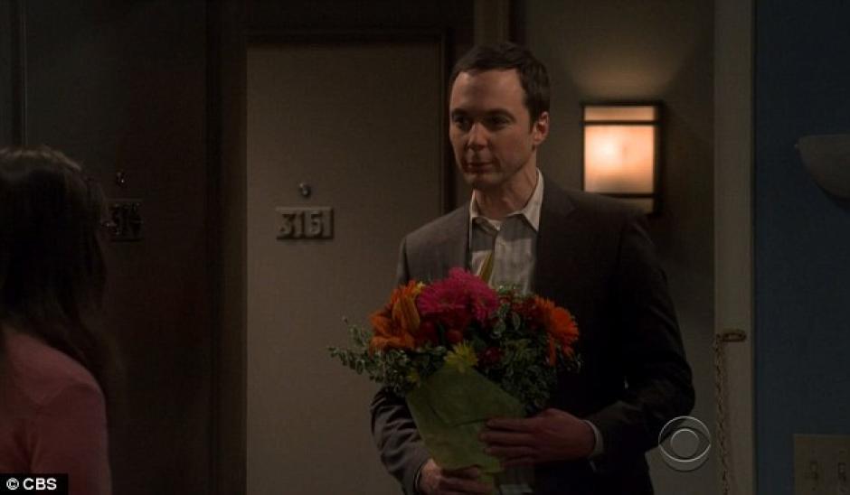 Sheldon compra rosas para el cumpleaños de Amy.(Foto: Daily Mail)