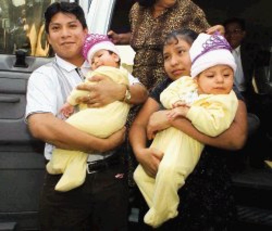 Las siamesas guatemaltecas nacieron unidas por la cabeza y fueron separadas hace 13 años.  (Foto: Twitter)