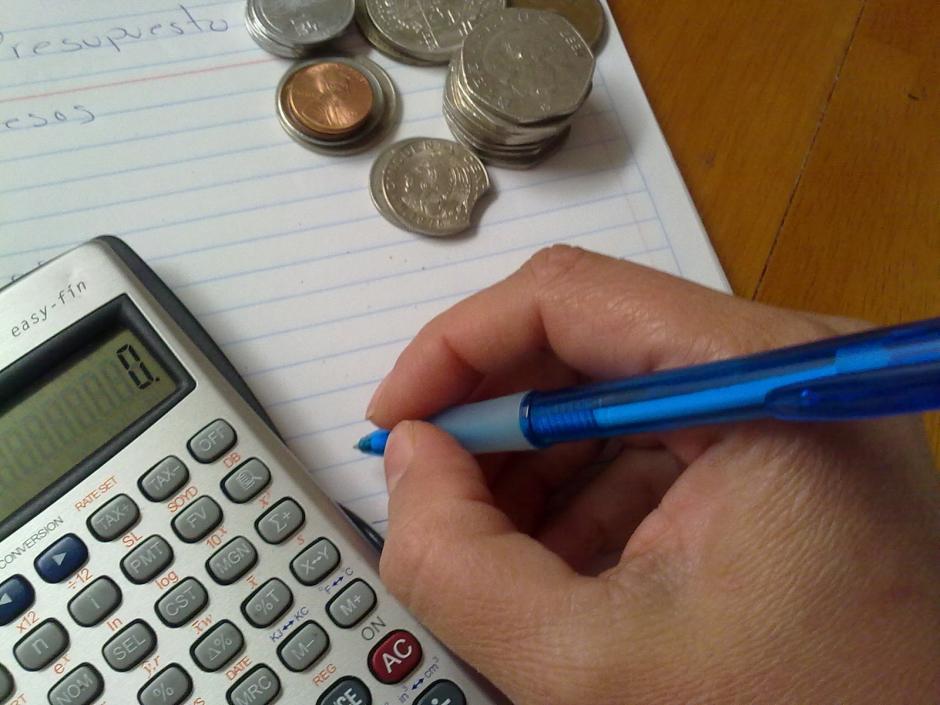Segunda ley: establece tu presupuesto para controlar tus gastos.(Foto: Internet)
