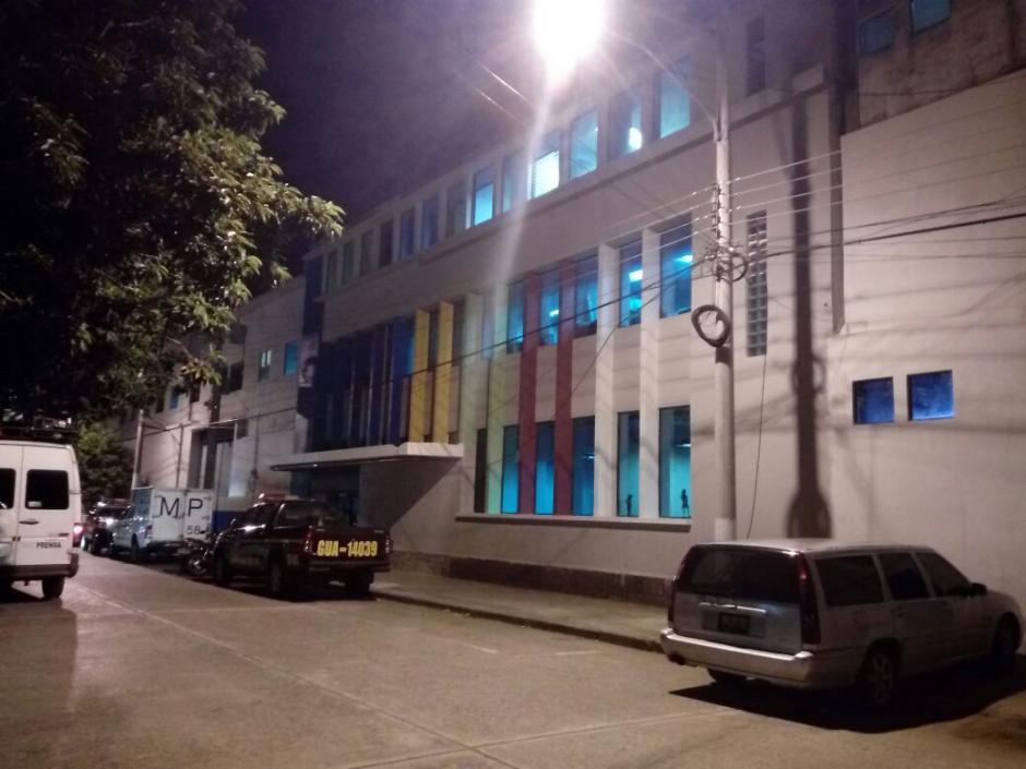 La Policía Nacional Civil también participa del operativo de investigación. (Foto: Alejandro Balan/Soy502)
