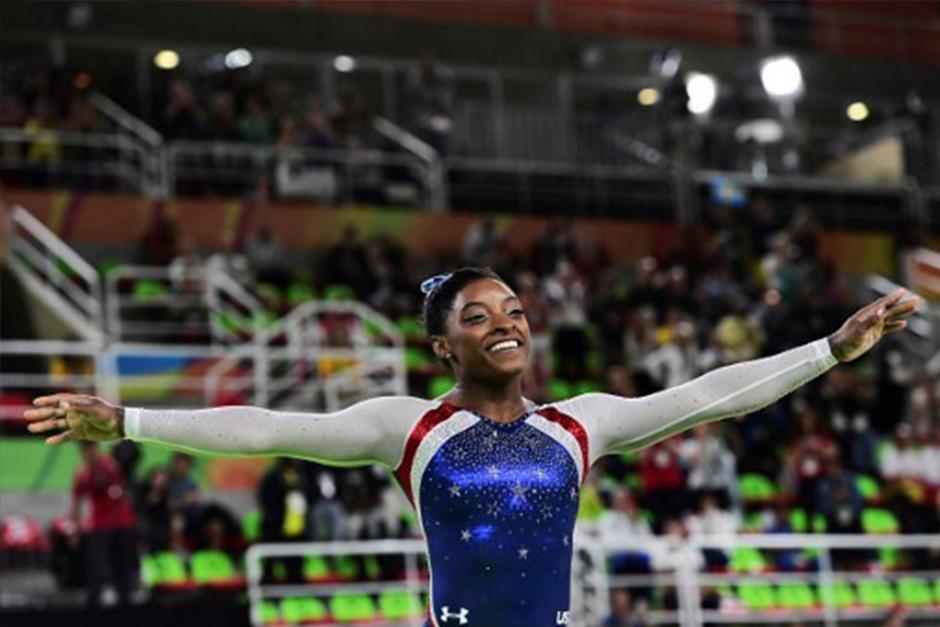 Simone Biles es considerada la mejor gimnasta de la historia. (Foto: AFP)