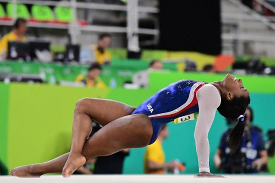 La gimnasta de 19 años aspira a ganar otros tres oros. (Foto: AFP)