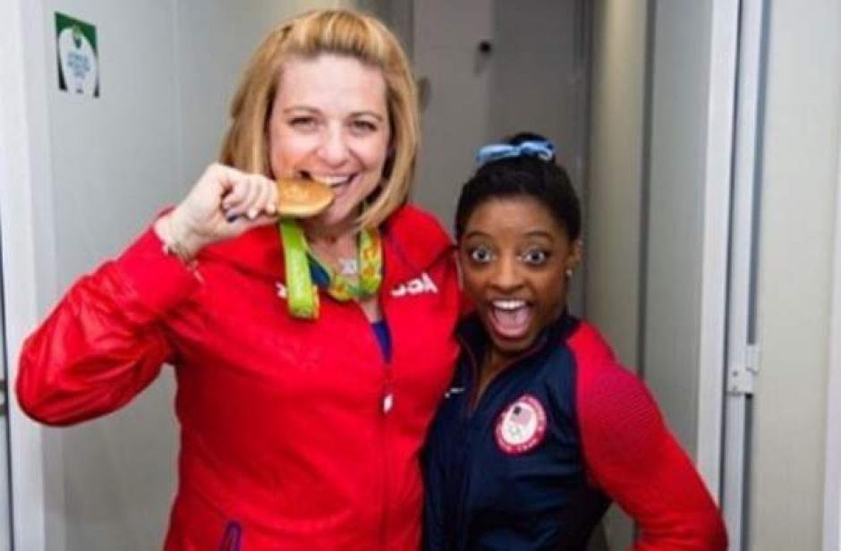 Simone junto a su entrenadora Aimée Borman. (Foto: eleconomista.es)