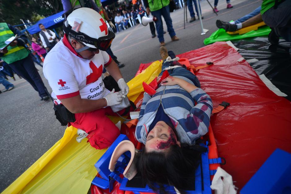 Al menos 150 personas participaron en el simulacro que realizó la Conred por conmemorarse 40 años del Terremoto. (Foto: Wilder López/ Soy502)