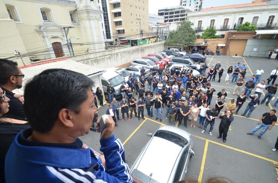 Los tres sindicatos del Congreso unieron fuerzas contra Mario Taracena, presidente de este Organismo del Estado. (Foto: cortesía José Castro)