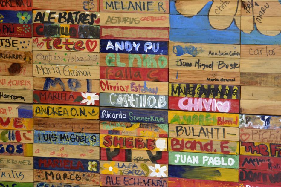 En la Fundación Margarita Tejada están los nombres de los estudiantes. (Foto: Deccio Serrano/Soy502)