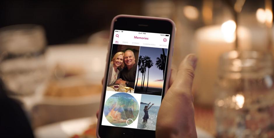"""Una de ellas es """"Memories"""" para guardar tus """"snaps"""". (Captura de pantalla: Snapchat/YouTube)"""