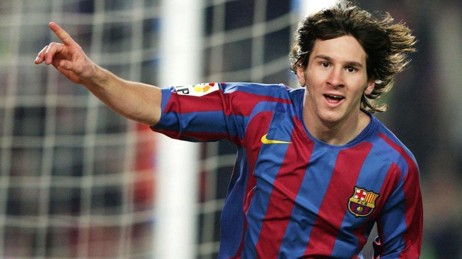 Cuando se dio a conocer con el equipo mayor, Messi tenía una melena larga y una cara de niño. (Foto: Soccerecho.com)