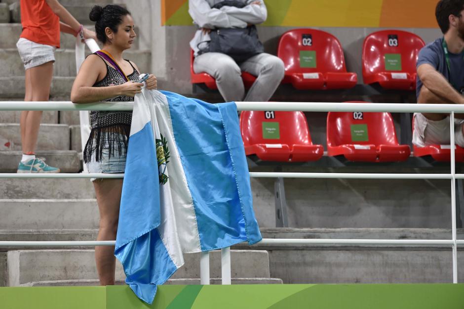 Una bandera azul y blanco destacó en la Arena Olímpica, en la sede de gimnasia. (Foto: Sergio Muñoz/Enviado ACD)