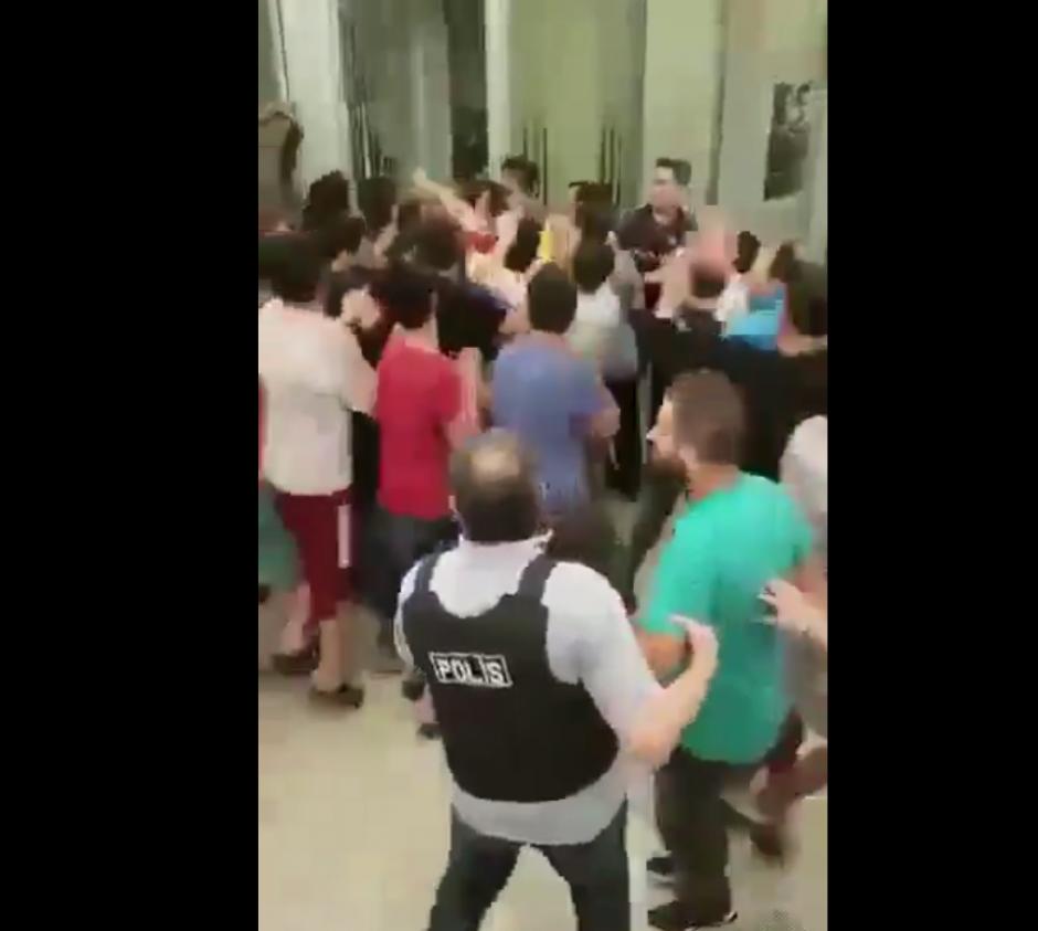 Los soldados intentaron dar un golpe de estado al gobierno turco. (Imagen: Captura de pantalla)