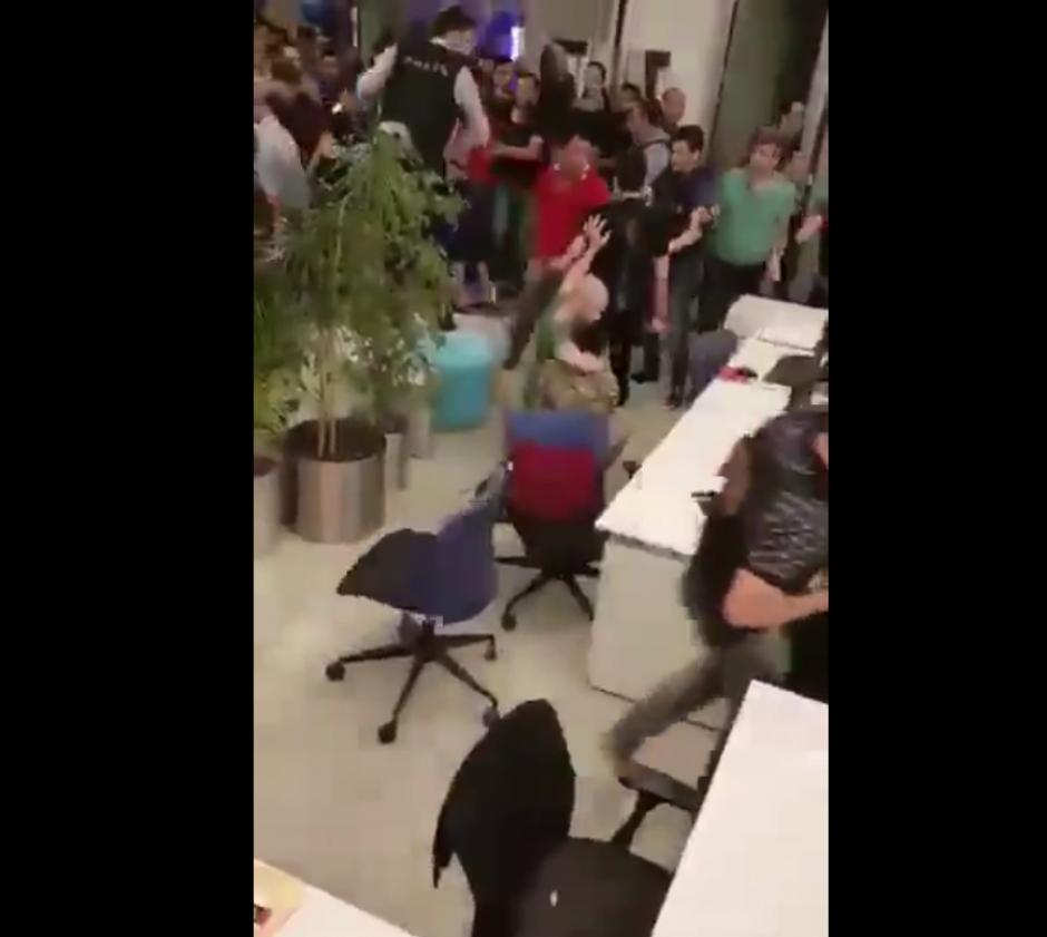 El video fue realizado desde uno de los escritorios de la redacción. (Imagen: Captura de pantalla)