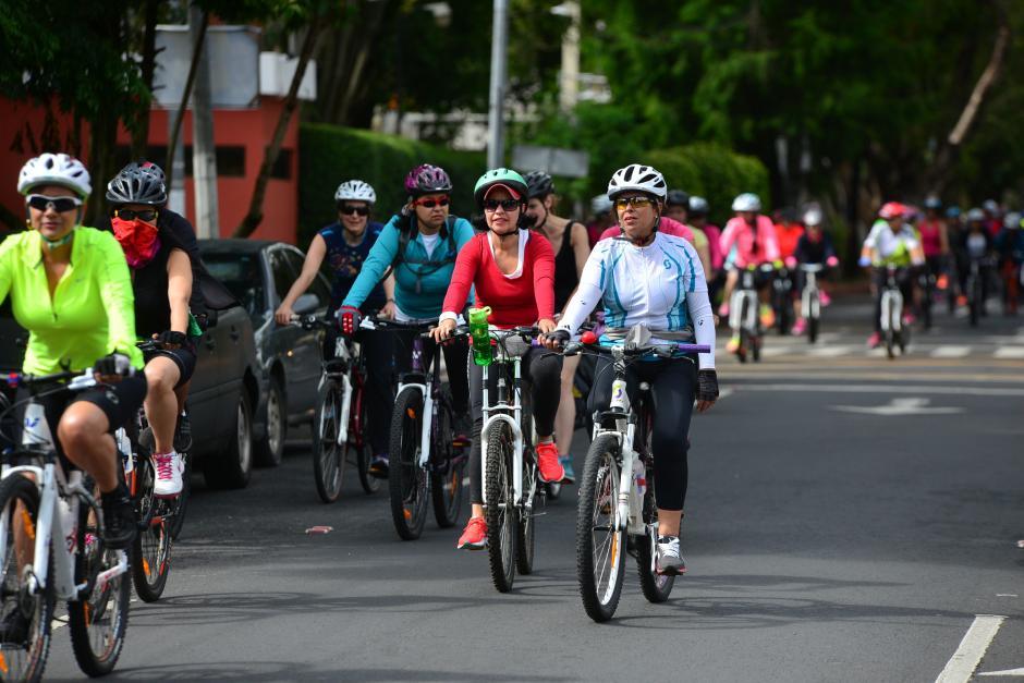 Solo ellas, hace recorridos en la ciudad para principiantes e intermedias. (Foto: Wilder López/Soy502)