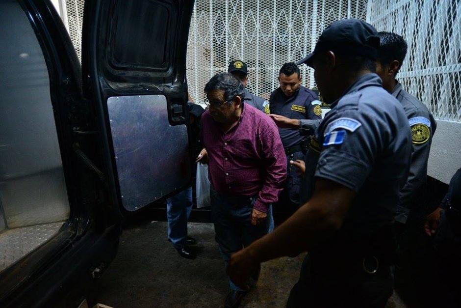 El exministro de Energía, Edwin Rodas también fue llevado a la cárcel de la zona 18 para esperar la audiencia de este martes. (Foto: Wilder López/Soy502)