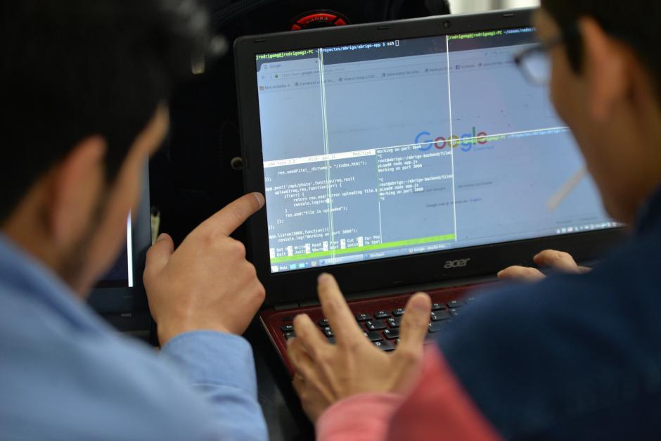 """Es un """"hackathon global"""" o una maratón de 24 a 48 horas para crear, desarrollar y producir diferentes programas o aplicaciones. (Wilder López/Soy502)"""