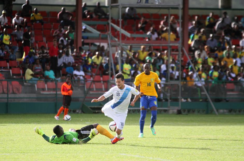 Una falta del defensa de San Vicente a Stefano Cincotta, uno de los jugadores más combativos de la Selección Nacional. (Foto: Luis Barrios/Soy502)