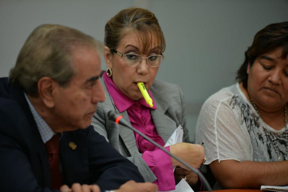 El grupo de abogados junto a Blanca Stalling quien ya guarda prisión preventiva. (Foto: Wilder López/Soy502)